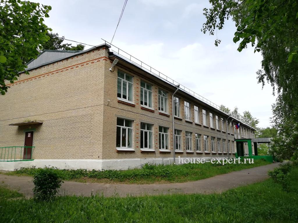Школа в селе Дмитриевское, Тульская область, Заокский район
