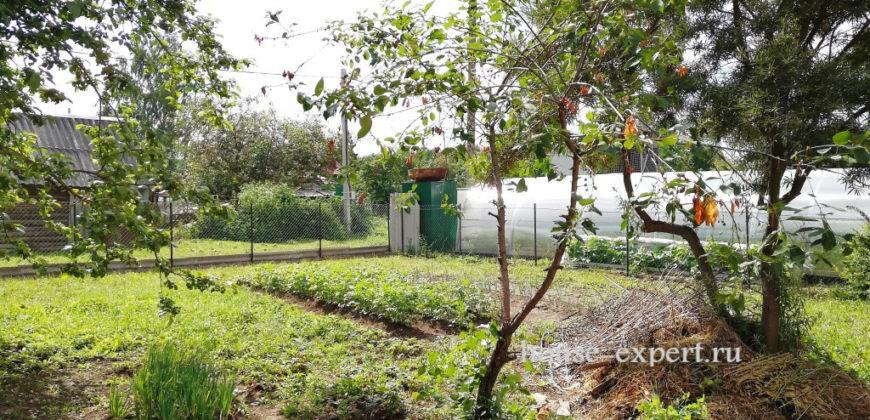 В продаже часть дома со всеми коммуникациями, 9 соток, сад.