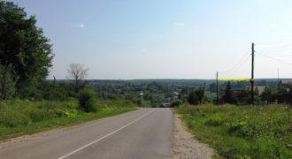 Участок 9 соток в жилой части деревни, свет, подъезд.