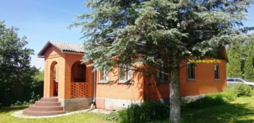 Кирпичный дом у реки Ока, баня, гараж, погреб, сосновый лес.